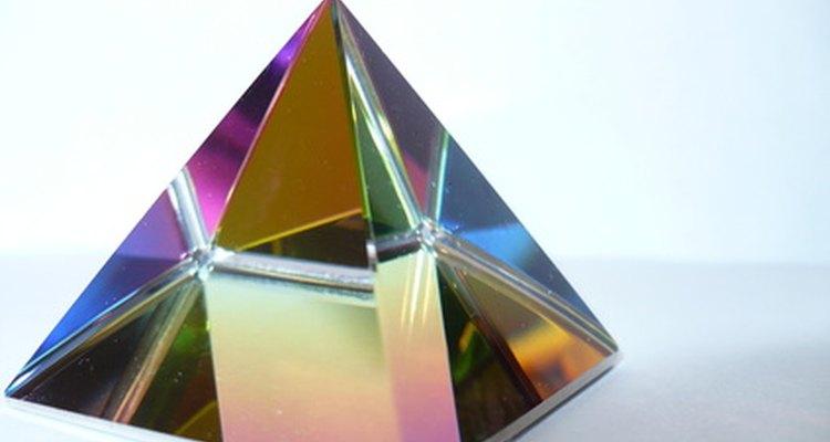 Conhecer as formas que compõem um prisma torna o seu desenho uma tarefa mais simples