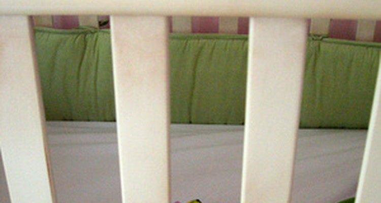Algunas cunas pueden convertirse en una cama para niño.