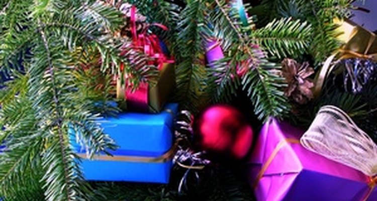 Los programas de juguetes de Navidad dan a las familias necesitadas regalos para que sus hijos tengan algo que abrir el día de navidad.