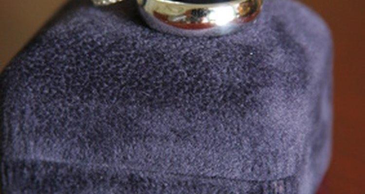 El carburo de tungsteno se usa mucho en alianzas de boda.