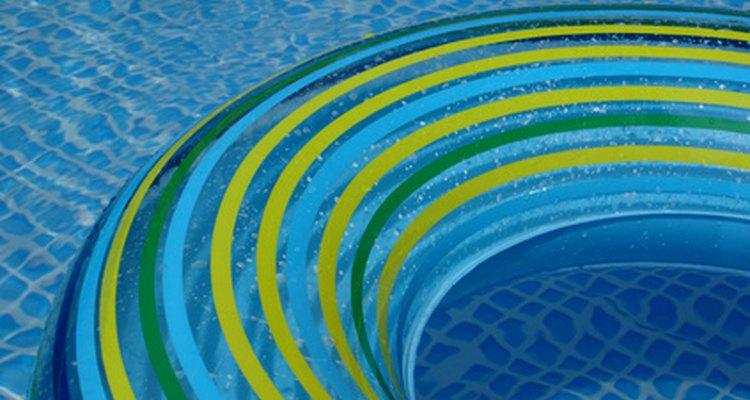 El ácido muriático es usado para restaurar el balance de pH en las piscinas.