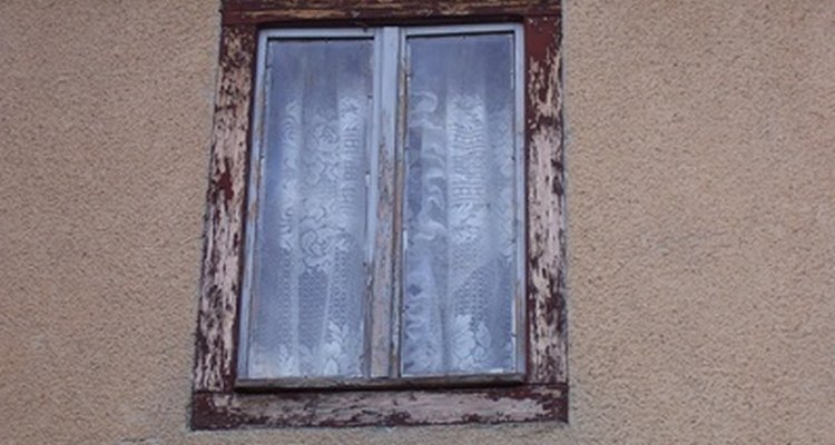Your old windows may be just the right fit for someone else's home improvement project.