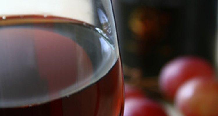 Una copa de vino personalizada puede ser ideal para una fiesta de cumpleaños elegante.