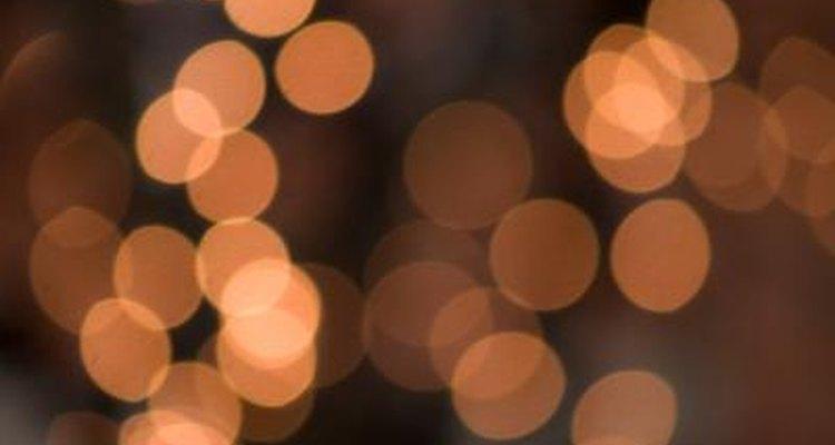 Las luces pueden ser utilizadas como un acento o decoración principal sobre una columna de boda.