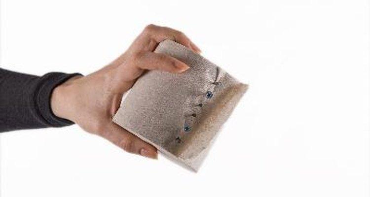 Trae un rollo de papel higiénico a la clase.