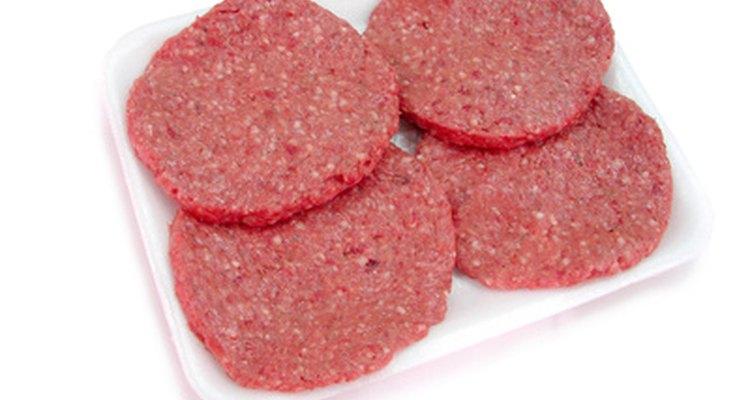 O acém é um corte normalmente usado para fazer hambúrgueres suculentos