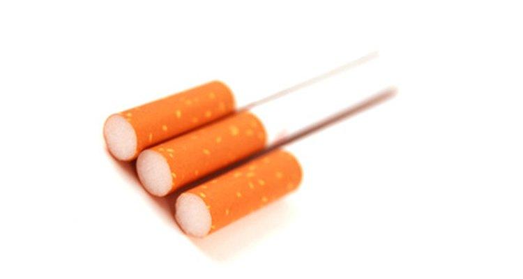 Enrole seus cigarros manualmente ou usando uma máquina