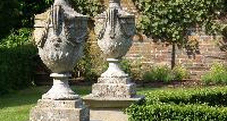 Los adornos para el jardín pueden ser simples o complejos.