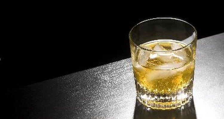 El whisky está libre de gluten porque la destilación lo elimina.