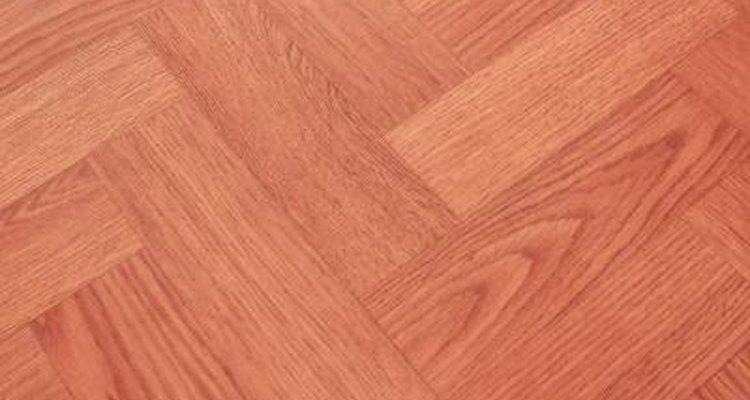 El suelo laminado tiene por objeto proporcionar la apariencia de los pisos de madera dura.