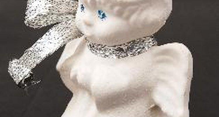 Remova cola de peças de porcelana