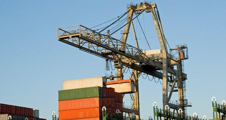 Las teorías de economía Internacional ayudan a explicar las relaciones comerciales mundiales.