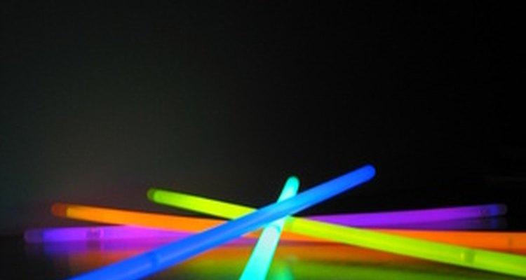 As pulseiras de neon produzem luz sem gerar calor