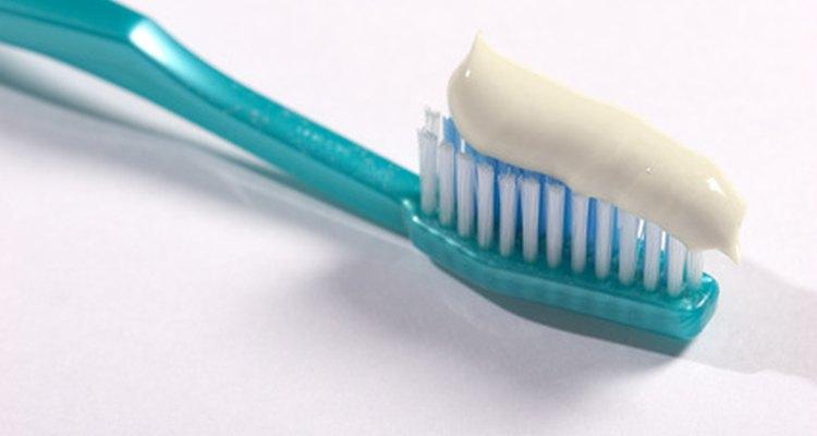 Escova e pasta dental