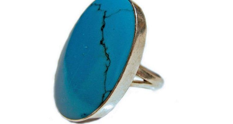 Combine dois símbolos modernos para o 11º aniversário e dê para sua esposa um anel de turquesa