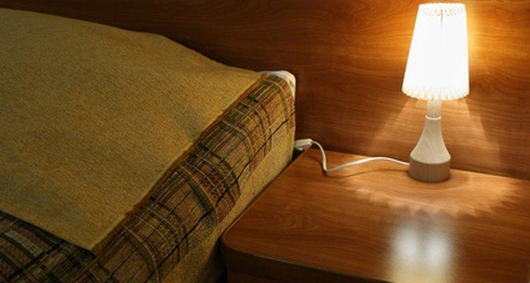 Limpia la orina de perro sobre un colchón inmediatamente para mejores resultados.