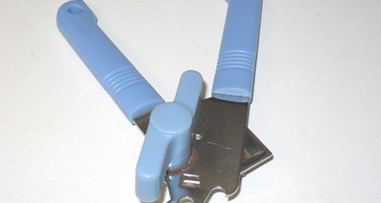 Un abrelatas es un utensilio conveniente.