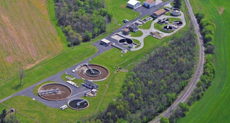 Los ingenieros ambientales están implicados en el diseño de plantas de tratamiento de aguas residuales.