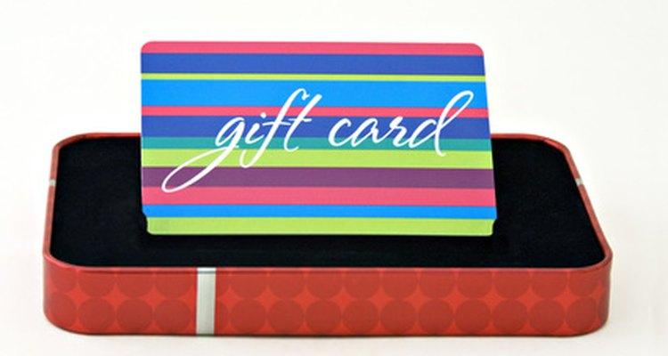 Una tarjeta de regalos de alguna tienda es un buen regalo.