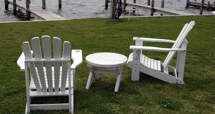 Las sillas Adirondack se ven impactantes, pero son fáciles de construir.
