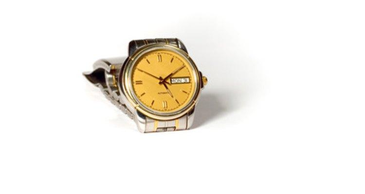 Abrir a tampa traseira de seu relógio é uma tarefa relativamente simples