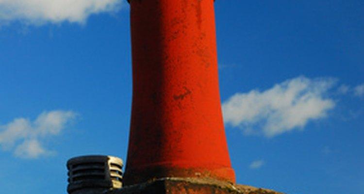 Ampliar la altura de la chimenea puede ser necesario para parar el humo de una estufa de leña.