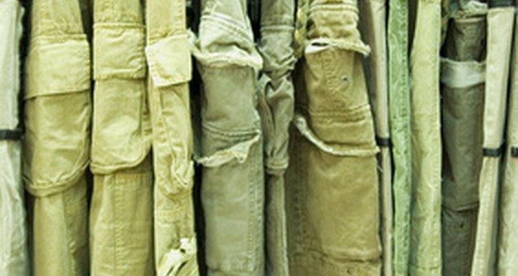 Organizar tu armario por color harás que combines tu ropa de manera más rápida.