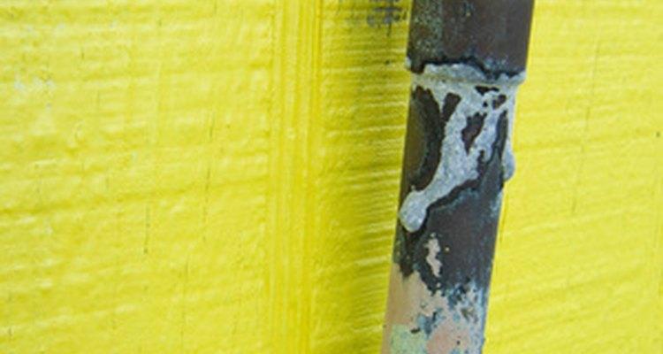 O tubo preto e o galvanizado são tubos de aço com diferentes revestimentos