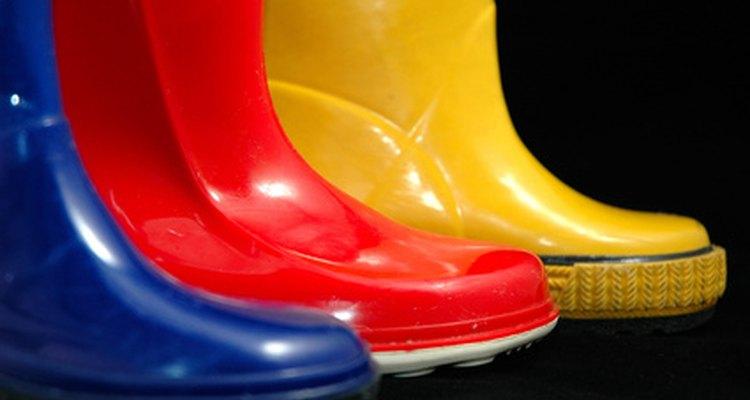 Las botas de goma bien reparadas mantienen los pies secos.