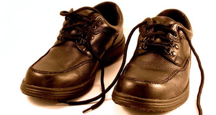 La técnica romana es una buena forma de colocar los cordones en zapatos elegantes de hombre.