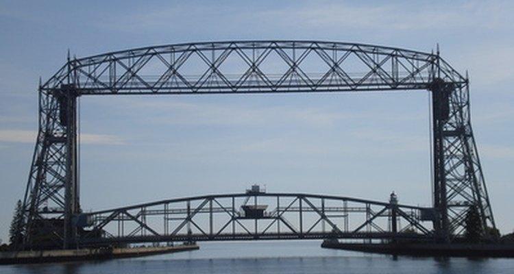 Los puentes de armadura se han utilizado para el paso de ferrocarriles.