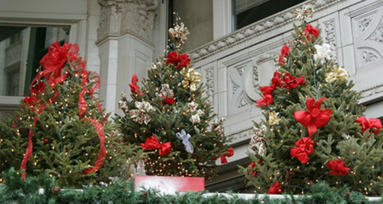 Haz tu propio soporte de árbol navideño.