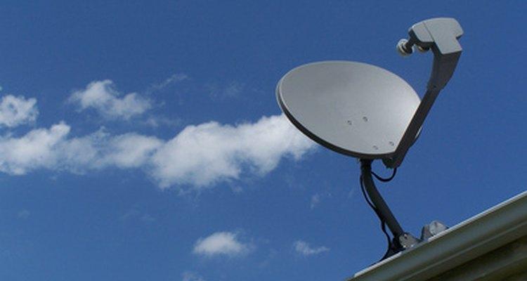 As conexões de internet banda larga via satélite possuem vantagens e desvantagens