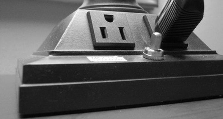 Utilize extensões pequenas para ligar luzes ou eletrônicos de baixa potência