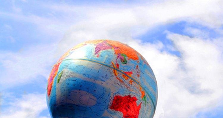 Muchas de las naciones del mundo tienen banderas con rojo, blanco y azul.