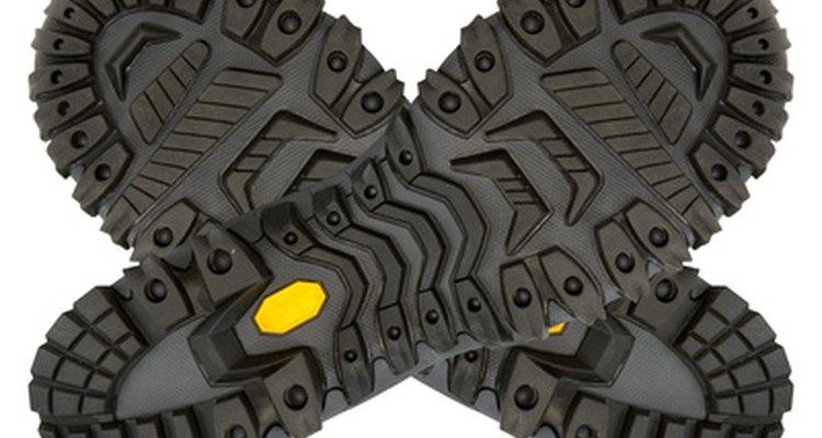 El cemento neopreno funciona bien con los zapatos de suela de goma.