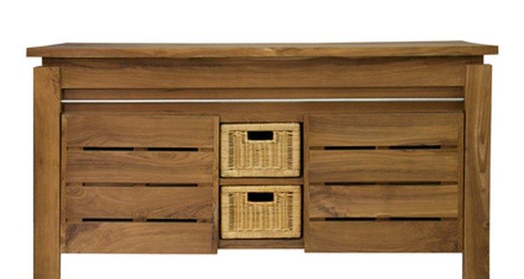 Lubrificantes aplicados à corrediça da gaveta ajudam a abrí-las e fechá-las mais facilmente