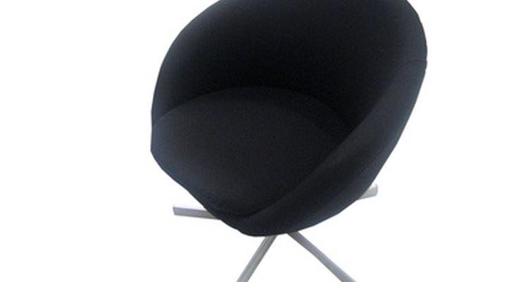Limpe as pernas de cromo de suas cadeiras