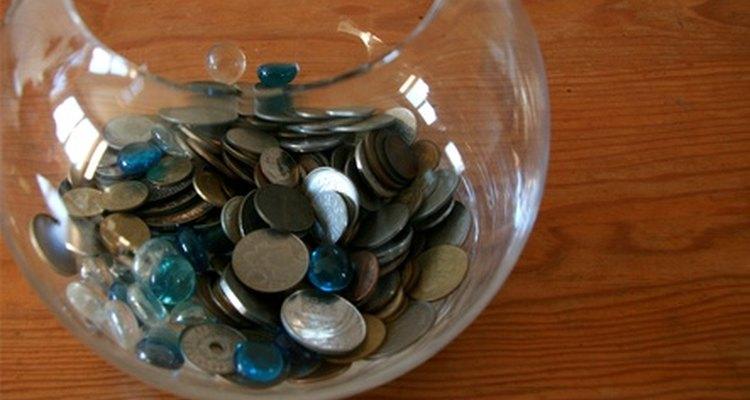 Use dinheiro em uma jarra para estimativa