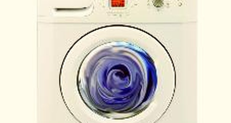 Limpia el exterior de la unidad con un jabón suave y un paño húmedo. Evita el uso de limpiadores abrasivos en la lavadora; quita las manchas con cloro diluido.