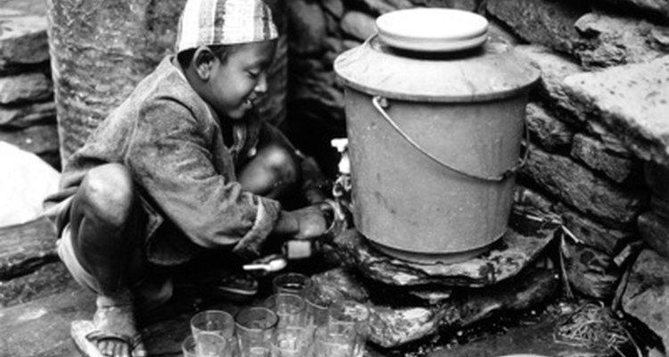 El trabajo infantil sigue existiendo hoy en día en varios países a pesar de las leyes en su contra.