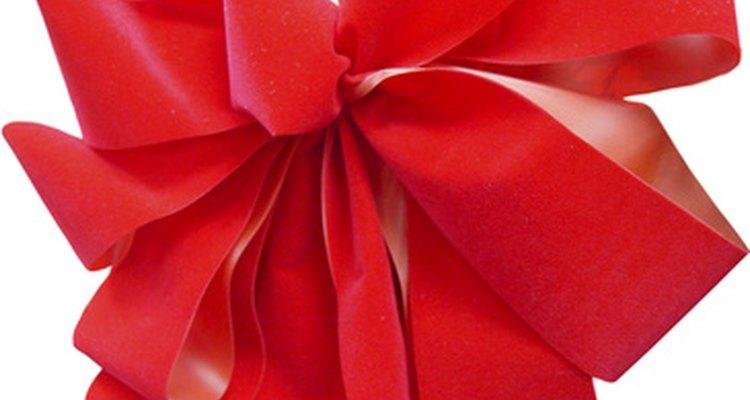 Los moños grandes pueden resaltar tu decoración festiva.