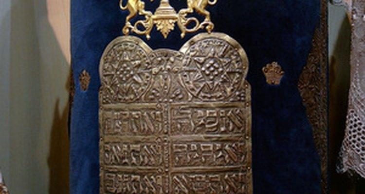El núcleo tanto de la biblia hebrea como el de la católica es la Torá.
