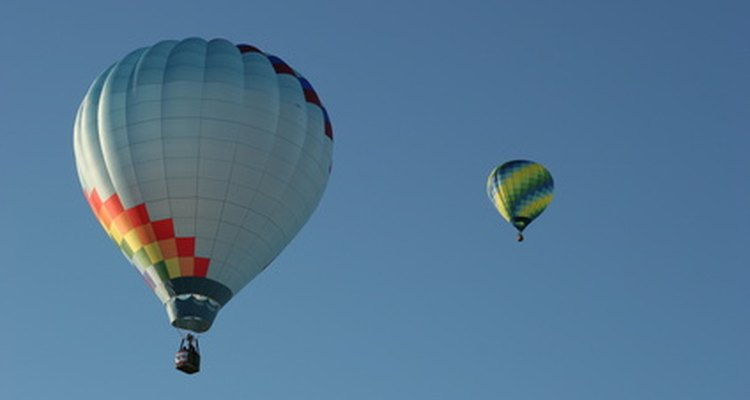 Balões gigantes cheios de hélio