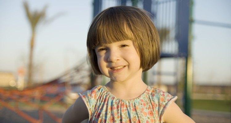 Alienta a tu hijo para que se enfoque en sus atributos positivos e inculcarle confianza en sí mismo.