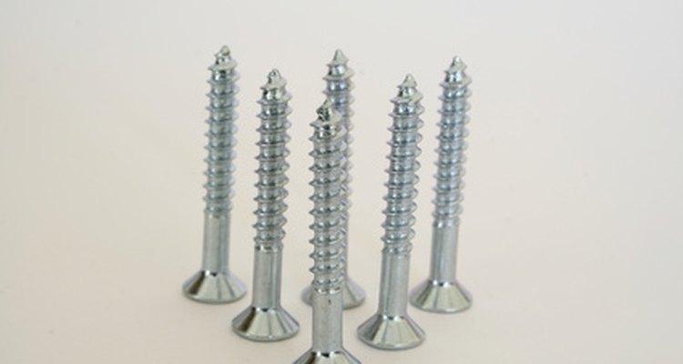 Los tornillos de cabeza plana pueden necesitar tres tamaños distintos de broca.