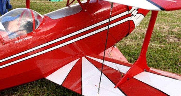Una cubierta tratada con cera líquida acrílica para pisos permite al piloto modelo una visión más clara.