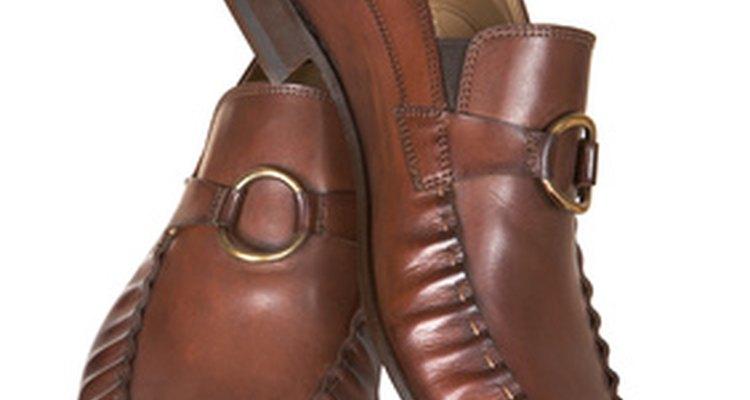 El calzado masculino utiliza una tabla de talles distintos que los femeninos.