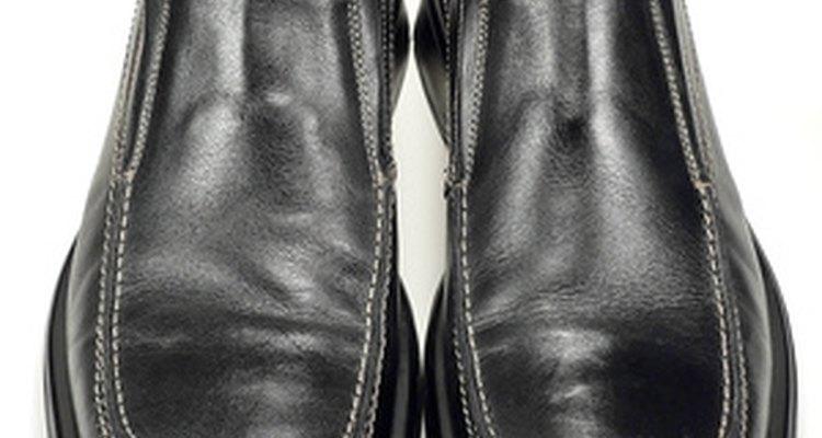 Os sapatos limpos e lustrados podem não ser notados, mas os sujos e arranhados serão