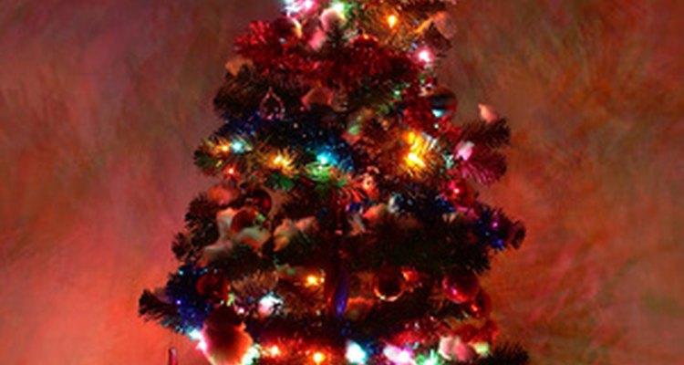 Los soportes de árbol giratorios le dan movimiento a los destellos y al brillo que muestra el árbol de Navidad.